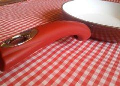 Ceramic nonstick cookware
