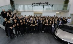 The team surrounding Automobili Lamborghini President and CEO Stephan Winkelmann (fifth from left) has good reason to celebrate.